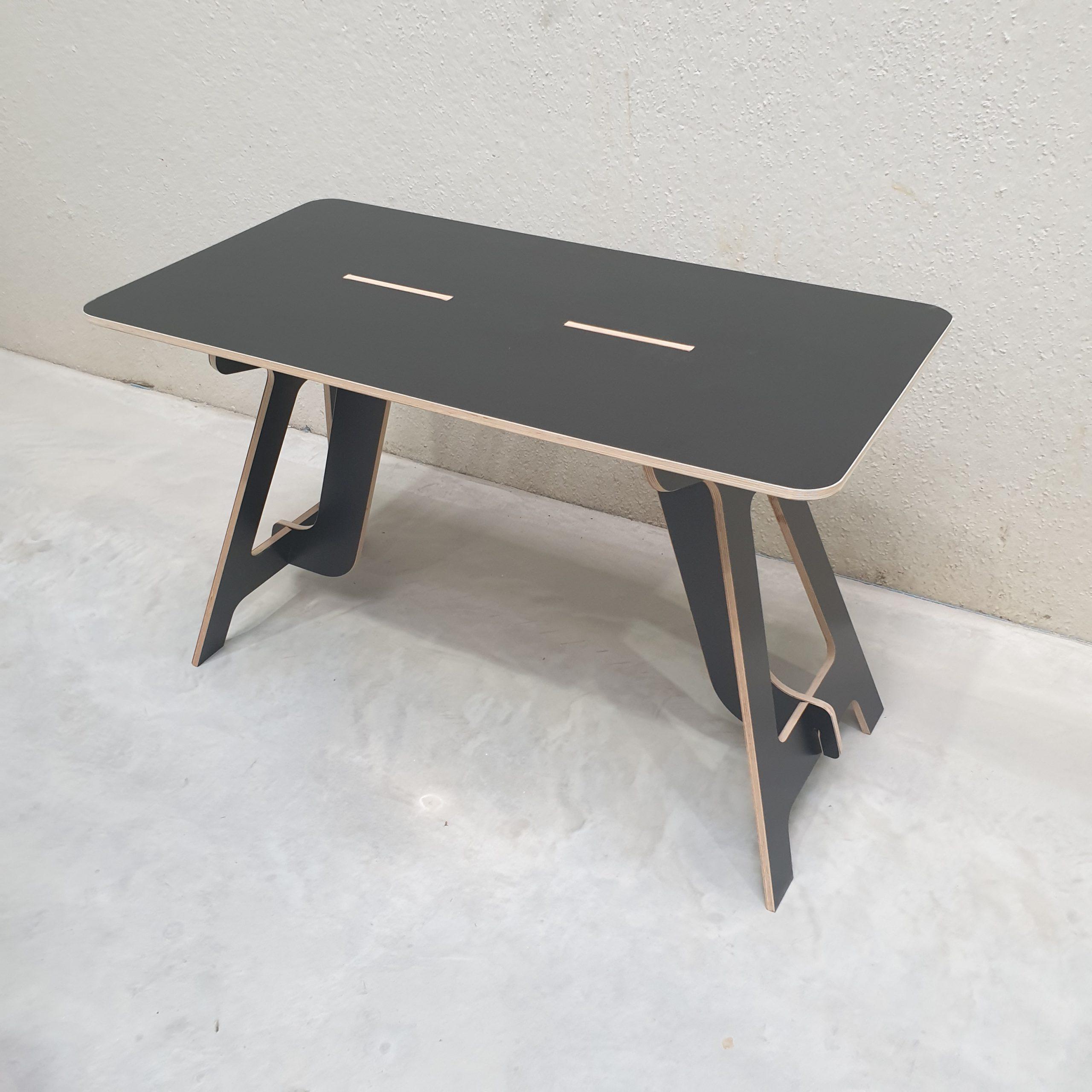Zwarte Betonplex desk